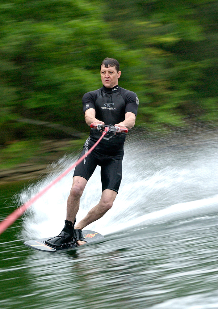 052103 water skiing