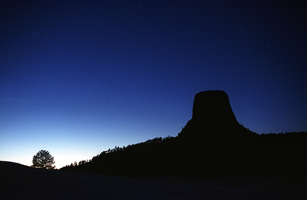 122804 devil's tower dusk