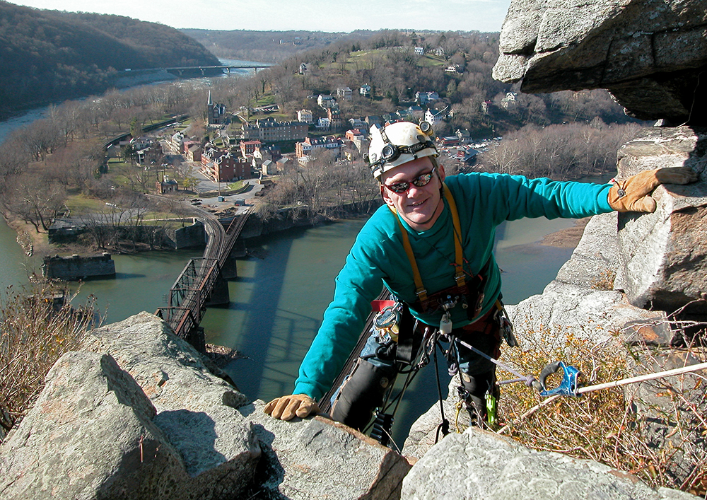 12/02/06-(Harper's Ferry)  Rappelling off of Maryland Heights. (Nikki Fox/)